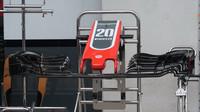 Detail předního křídla vozu Haas v Rakousku