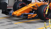 Detail předního křídla vozu McLaren v Rakousku