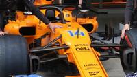 Detail předního zavěšení vozu McLaren v Rakousku