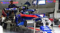 Přípravy vozu Toro Rosso v 1.tréninku v Rakousku