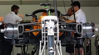 Přípravy vozu McLaren v 1.tréninku v Rakousku