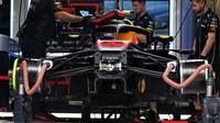 Přípravy vozu Red Bull v 1.tréninku v Rakousku