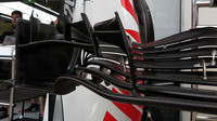 Detail předního křídla Haas v 1.tréninku v Rakousku