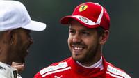 Sebastian Vettel a Lewis Hamilton po kvalifikaci v Rakousku