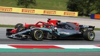 Lewis Hamilton a Sebastian Vettel se setkali v přímém souboji pouze na startu