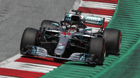 Lewis Hamilton během Velké ceny Rakouska, kterou se svým týmovým kolegou nedokončil