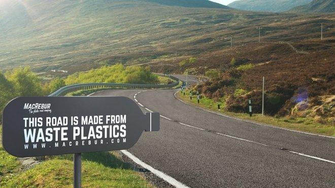 """Již realizované """"plastové"""" silnice jsou k nerozeznání od těch tradičních"""