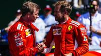 Kimi Räikkönen a Sebastian Vettel po úspěšném závodě v Silverstone