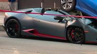 Řidič Lamborghini Huracán po drobné nehodě zazmatkoval a nakonec svůj vůz zdemoloval (zdroj: facebook/WGN TV)