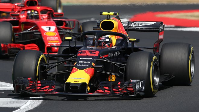 Max Verstappen a Kimi Räikkönen v závodě v Silverstone