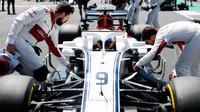 Marcus Ericsson před zádovem v Silverstone