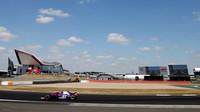Pierre Gasly v závodě v Silverstone