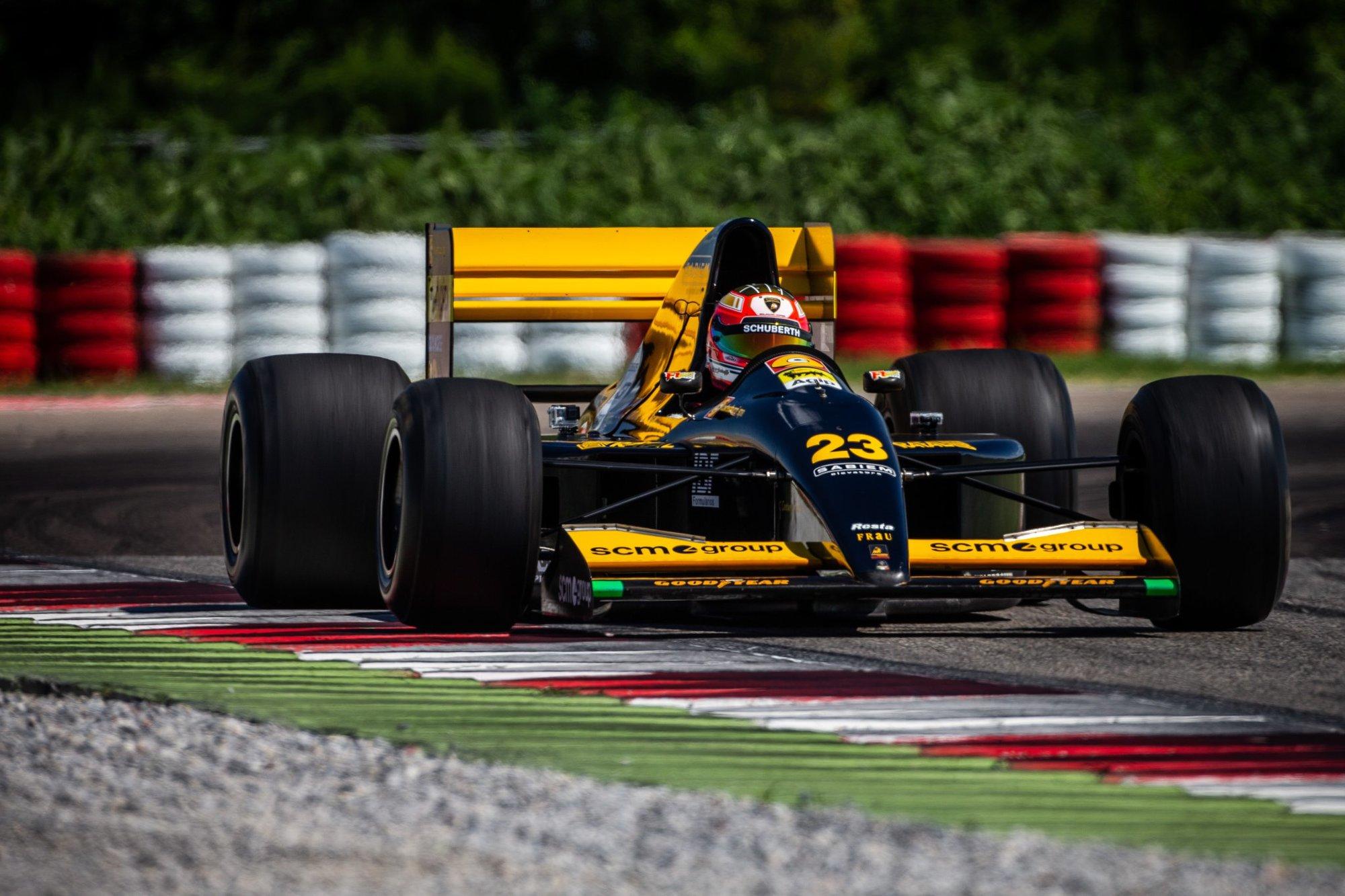 Líbilo by se vám vidět na trati znovu italské Minardi?