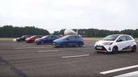 Závod malých ostrých hatchbacků