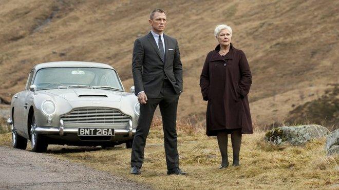 Aston Martin DB5 se stal díky bondovkám jedním z nejikoničtějších automobilů světa