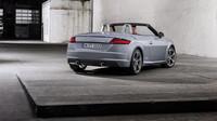 Audi TT dostala pro rok 2019 facelift, který přináší drobné úpravy designu a hlavně řadu nových prvků standardní výbavy