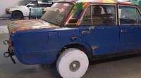 Ruský Youtuber se tentokrát pokusil vyrobit pneumatiky z papíru - přesněji z 10 000 listů kancelářské A4