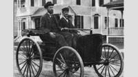 Bratři Charles E. Duryea (vlevo) a J. Frank Duryea