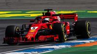 ANALÝZA SEKTORŮ: Vettel překonal další rekord, Mercedes na rovinkách ztrácí půl sekundy - anotační foto
