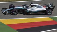 Lewis Hamilton v tréninku v Německu