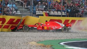 FOTO: Chaotický závod v Německu - Vettelova havárie, Hamiltonova oslava po stíhací jízdě - anotační obrázek