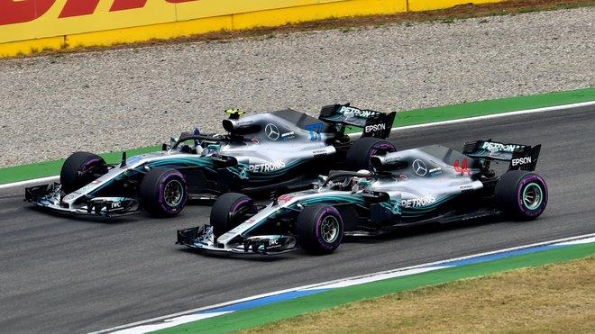 Lewis Hamilton a Valtteri Bottas na Hockenheimringu