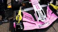 Přední křídlo vozu Force India před závodem v Německu