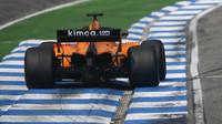 Fernando Alonso s McLarenem MCL33 ve Velké ceně Německa