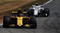 Carlos Sainz a Charles Leclerc v závodě v Německu