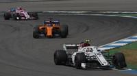 Charles Leclerc, Fernando Alonso a Esteban Ocon v závodě v Německu