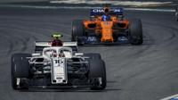 Charles Leclerc a Fernando Alonso v závodě v Německu