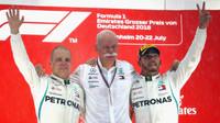 Lewis Hamilton a Valtteri Bottas na póidu po závodě v Německu