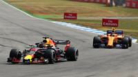 Daniel Ricciardo a Stoffel Vandoorne v závodě v Německu