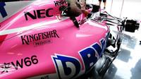Detail bočnice vozu Force India v tréninku v Maďarsku