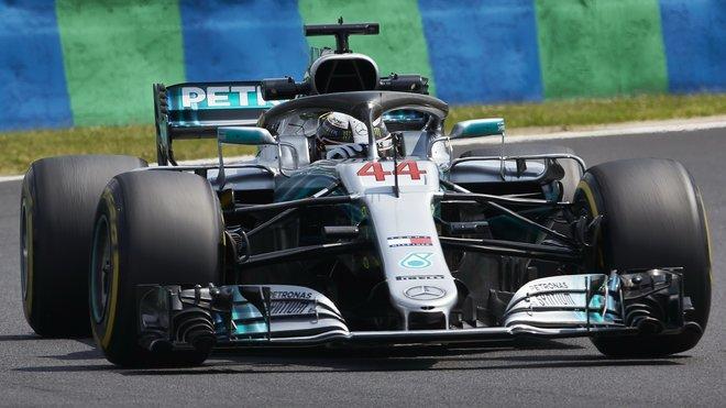 Lewis Hamilton s Mercedesem F1 W09 během tréninku na Velkou cenu Maďarska
