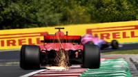Sebastian Vettel jiskřil v tréninku v Maďarsku