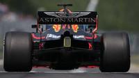 Daniel Ricciardo i přes propad na 16. místo v 2. kole projel cílem jako čtvrtý