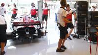 Příprava vozu Sauber na tréninku v Maďarsku
