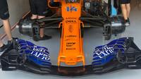 Přední křídlo McLarenu před druhým tréninkem