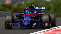 Brendon Hartley s vozem Toro Rosso STR13 na Hungaroringu