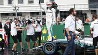 Lewis Hamilton vyhrál za deštivé kvalifikace v Maďarsku