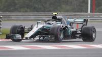 Valtteri Bottas za deštivé kvalifikace v Maďarsku