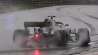 Carlos Sainz za deštivé kvalifikace v Maďarsku