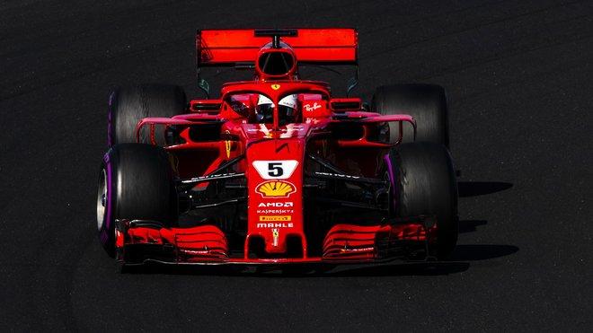 Sebastian Vettel dojel v Maďarsku po kolizi s Valtterim Bottasem druhý za svým největším soupeřem, Lewisem Hamiltonem