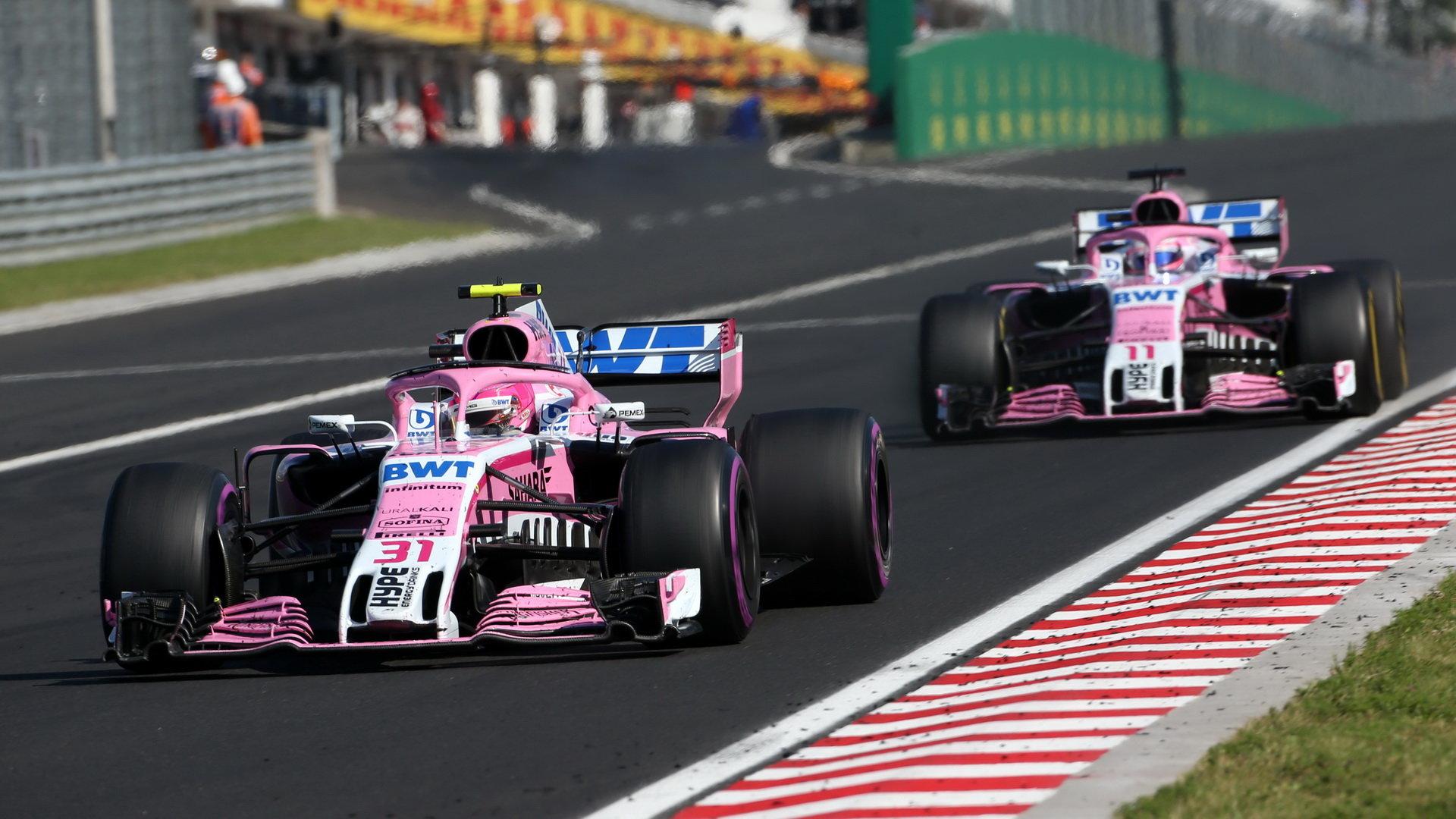 Esteban Ocon a Sergio Pérez připravili tým o část bodů svými zbytečnými souboji, které občas skončily vzájemnou kolizí