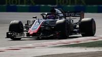 Romain Grosjean v závodě v Maďarsku