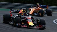 Daniel Ricciardo a Stoffel Vandoorne v závodě v Maďarsku
