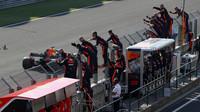 Daniel Ricciardo v cíli závodu v Maďarsku