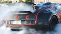 Bugatti Veyron s pohonem zadních kol pálí pneumatiky neskutečnou rychlostí