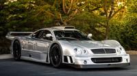 Mercedes-Benz CLK GTR, speciál pro LeMans na značkách - anotační obrázek